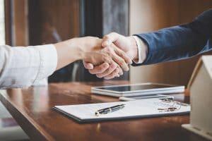 Handschlag bei der Anschlussfinanzierung