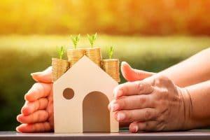 wachsendes Geld auf einem Haus