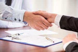 Handshake beim Vertragsabschluss
